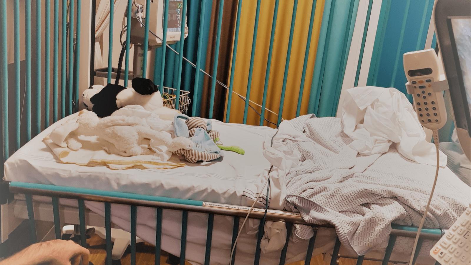Een ziek kind   Het RS-virus, een verkoudheidsvirus.